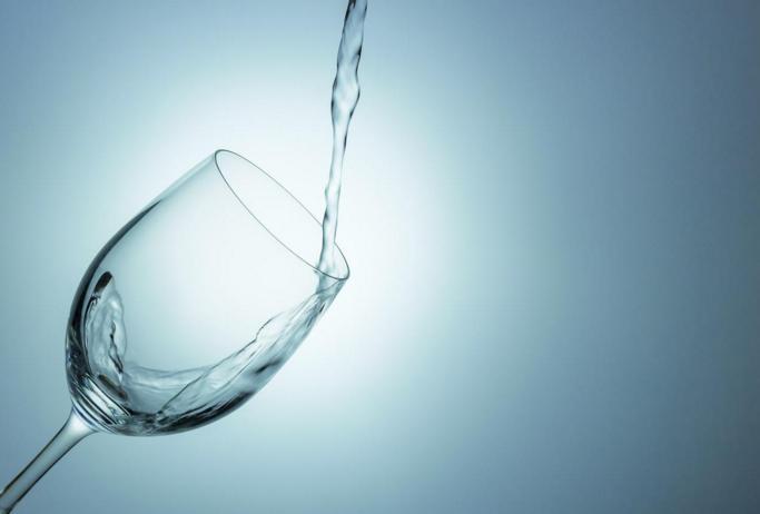 健康や美容維持に不可欠、水を飲む効果的なタイミングとは?